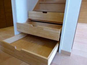 階段後収納付